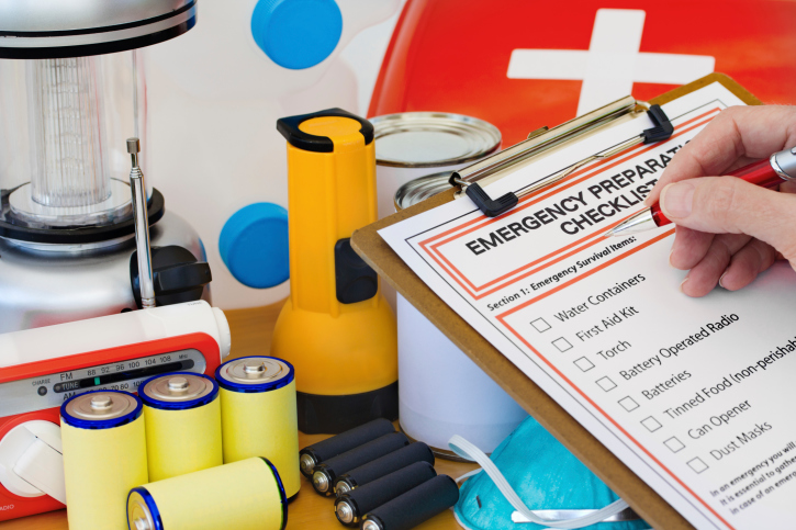 emergency-kit-for-car-and-emergencies